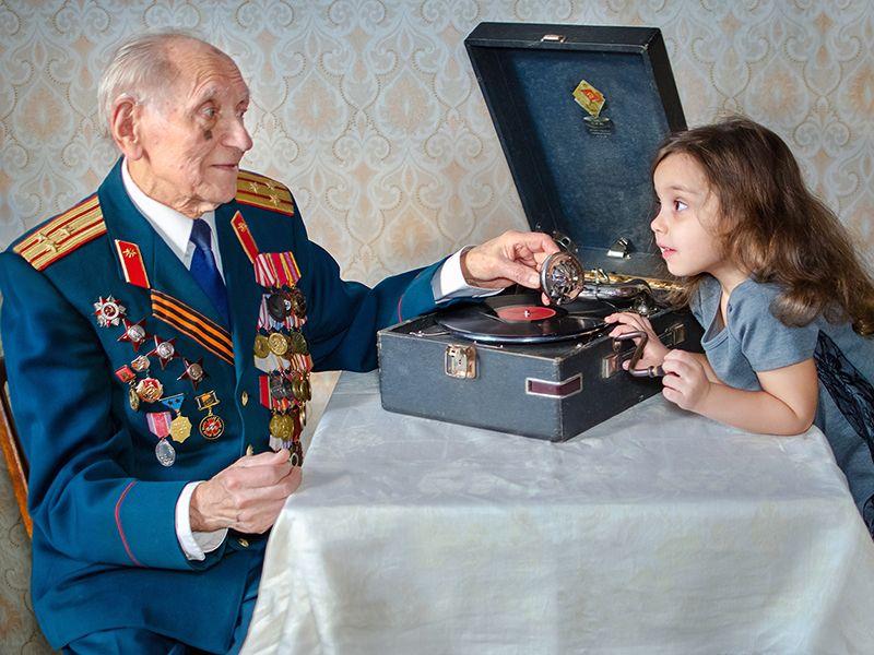 девочка с ветераном